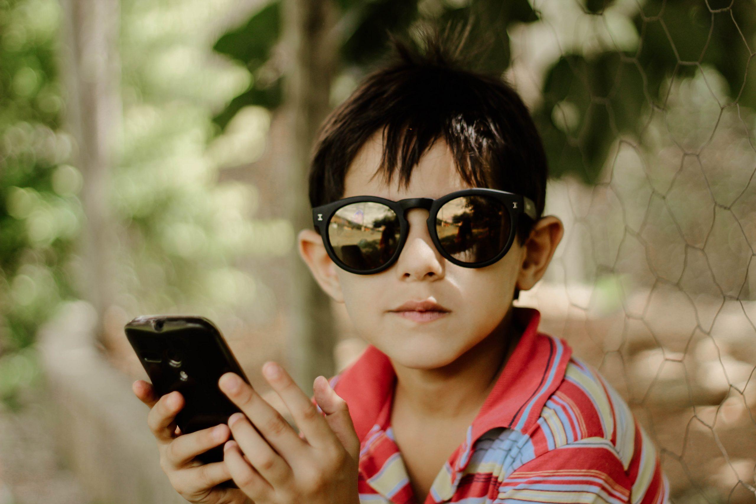 ילדים ומסכים: איך המסכים משפיעים על התפתחות הילדים